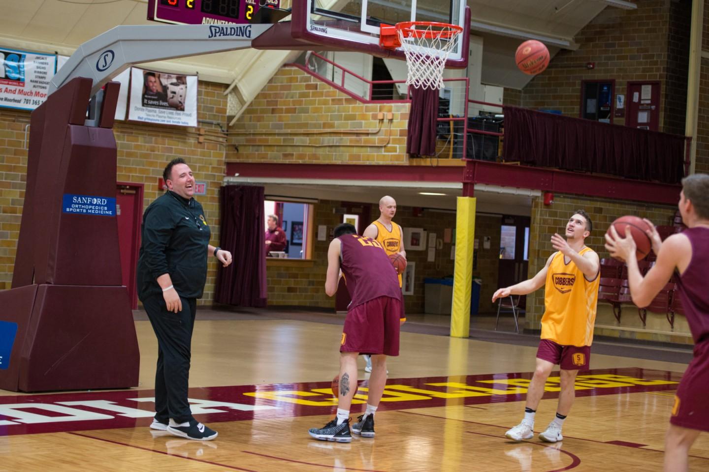 Grant Hemmingsen coaching basketball practice