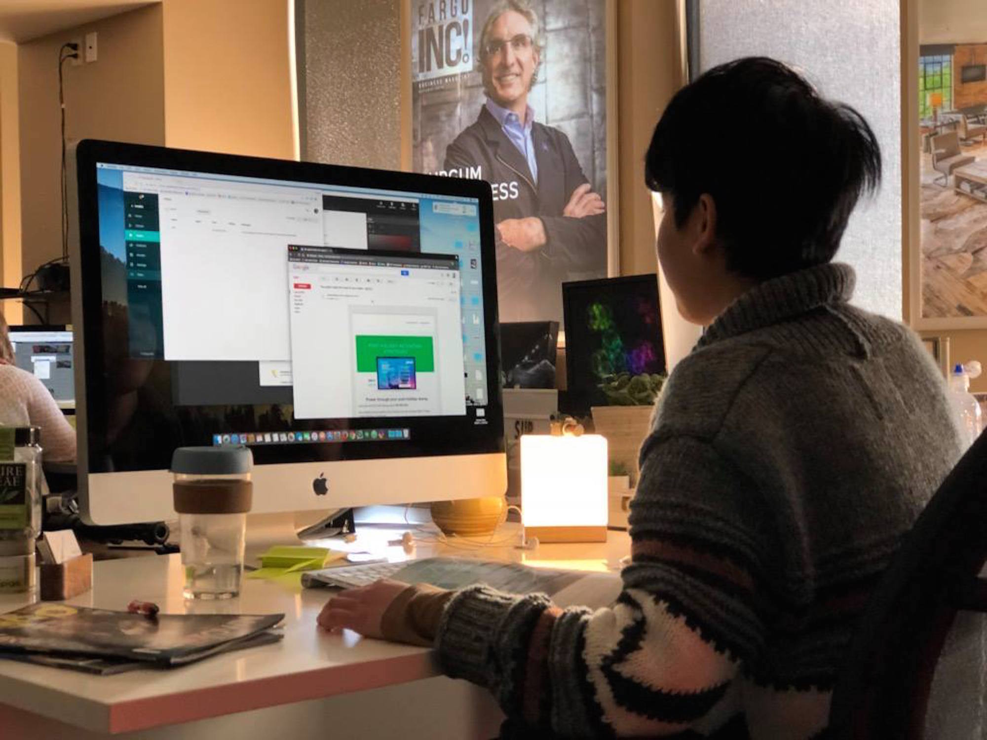 Huong Tran '17 works in the Spotlight Media digital suite.