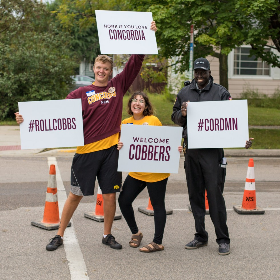 students and staff with welcome Cobbers signs